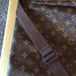Laptop/Cross Shoulder Bag Louis Vuitton bag